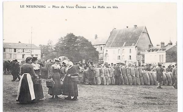 27-006  LE NEUBOURG   Place Du Vieux Chateau  La Halle Aux Blés - Le Neubourg