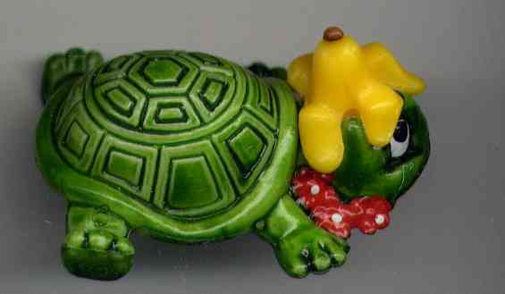 TORTUE NO 86 KINDER93 PEAU DE BANANE - Turtles
