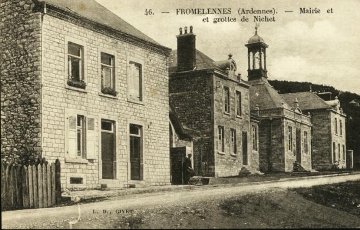 Fromelennes - Mairie Et Grottes De Nichet - France