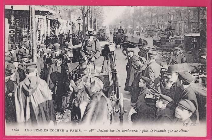 75-050  LES FEMMES COCHER A PARIS - Mme DUFAUT Sur Les Boulevards; Plus De Badauds Que De Clients - France
