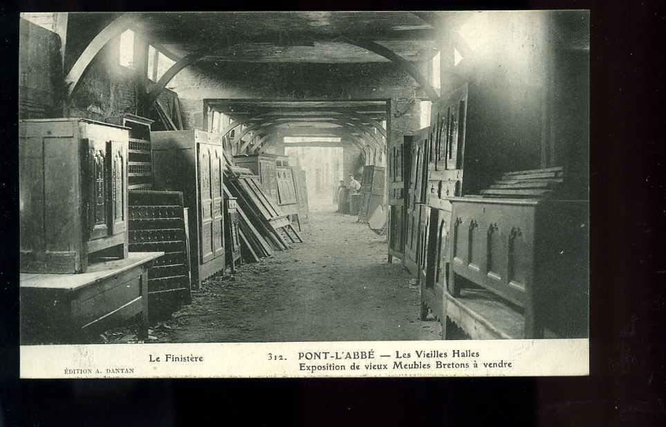 L29.14/07,Pont L'abbé,les Vieilles Halles,exposition De Vieux Meubles Bretons à Vendre - Pont L'Abbe