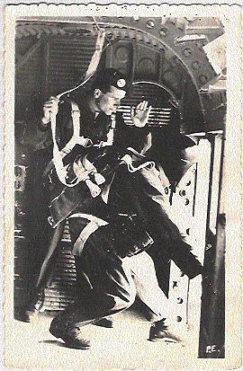 PARACHUTISTES Prets à Sauter De L'Avion Airborne ;signature P.E. Dans L'angle Droit; B/TB - Guerra, Militari