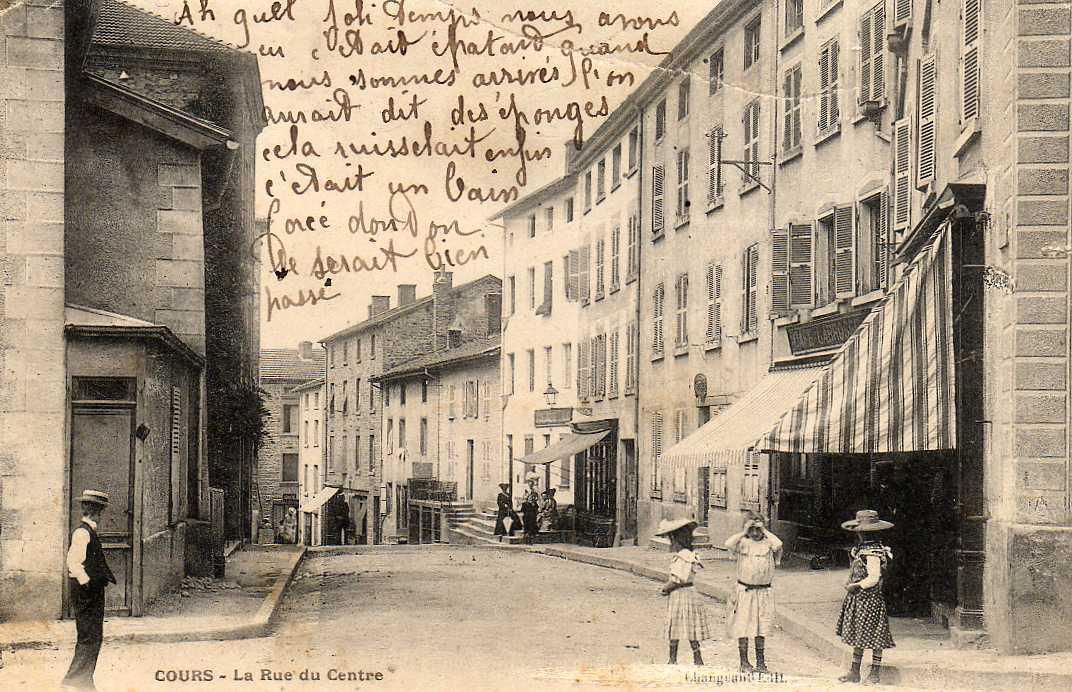 69 COURS (envs Thizy) Rue Du Centre, Animée, Commerces, Ed Chaugeant, 1905 - France