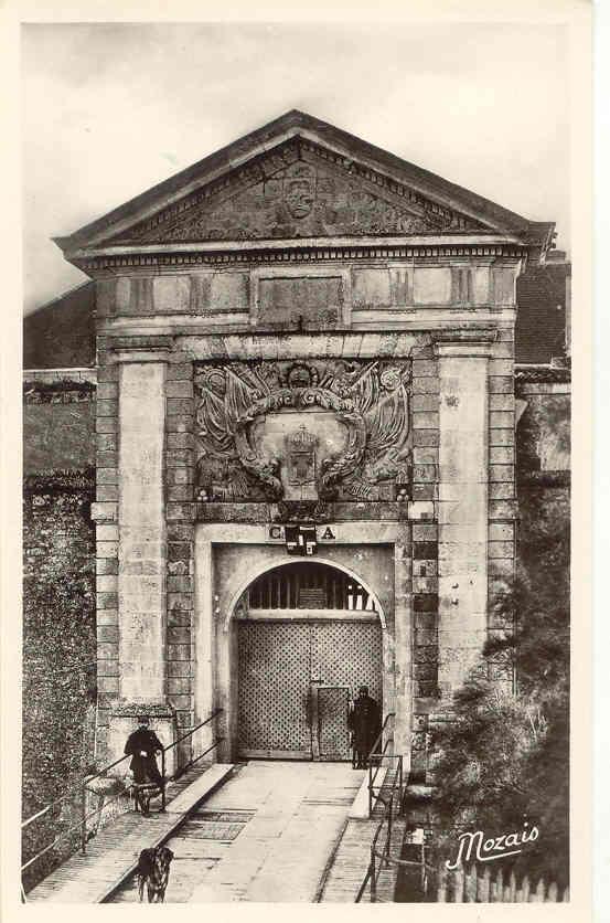 136. Ile De Re, Porte D'entrée De La Citadelle Du Dépot Des Forçats. Nozais, N°21 - Ile De Ré