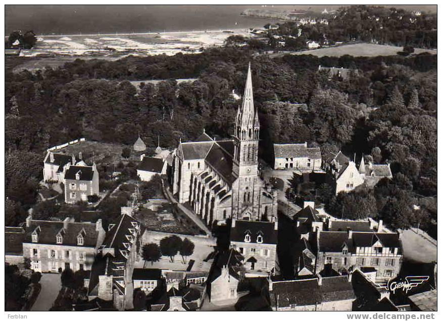 22.SAINT CAST LE GUILDO. Vue Générale Aérienne Sur L'Eglise. Carte Dentelée. - Saint-Cast-le-Guildo