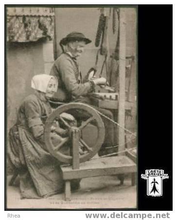 29 Locronan - 1381. Le Vieux Tisserand De Locronan Ronan Ar Guyader Et Sa Québenne Au Métie Rhea D29D  K29026K  C29134C - Locronan
