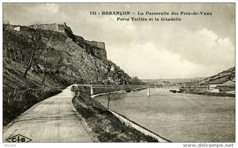 D.25. BESANCON . LA PASSERELLE DES PRES-DE-VAUX PORTE TAILLEE ET LA CITADELLE - Besancon