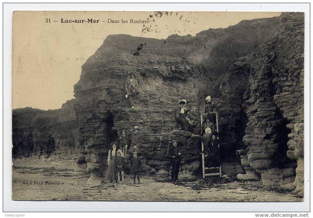 H66 - LUC-sur-MER - Dans Les Rochers (jolie Carte Animée De 1915) - Luc Sur Mer