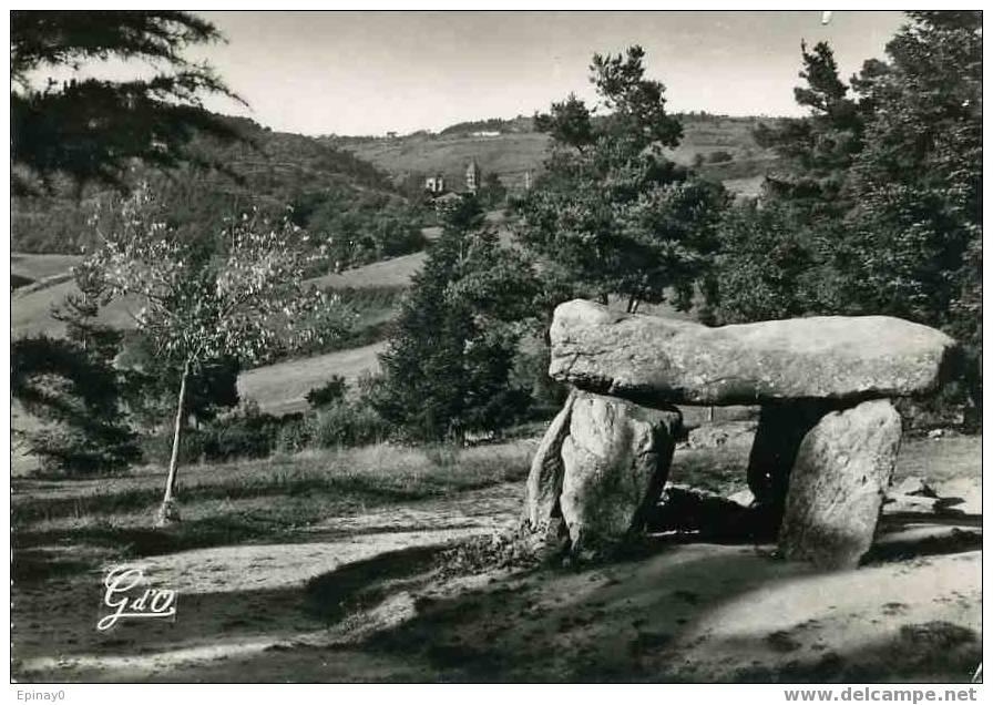 B - 63 - SAINT NECTAIRE Les BAINS - Le Dolmen - Mégalithe - Dolmen & Menhirs