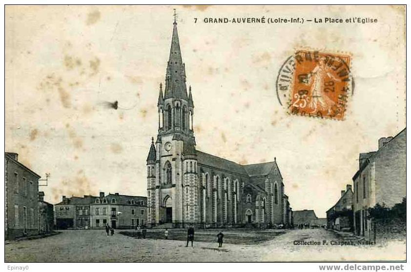 D - 44 - GRAND AUVERNE - La Place Et L'église - Saint-Joachim