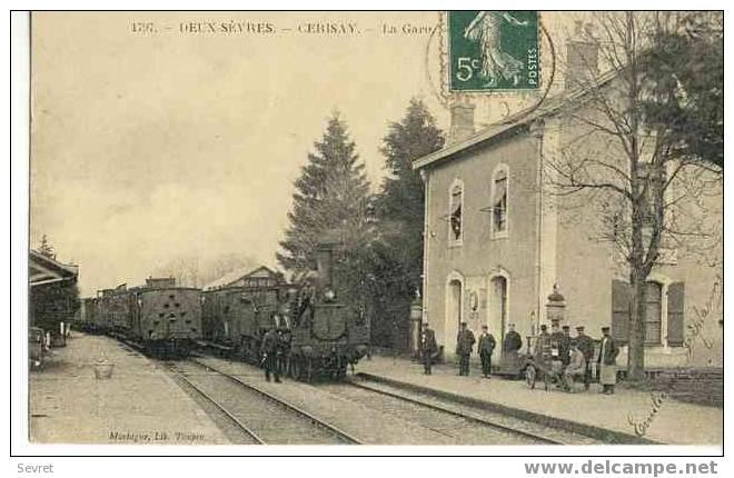 CERISAY . La Gare - Très Gros Plan De Locomotive.Superbe Cliché. - Cerizay