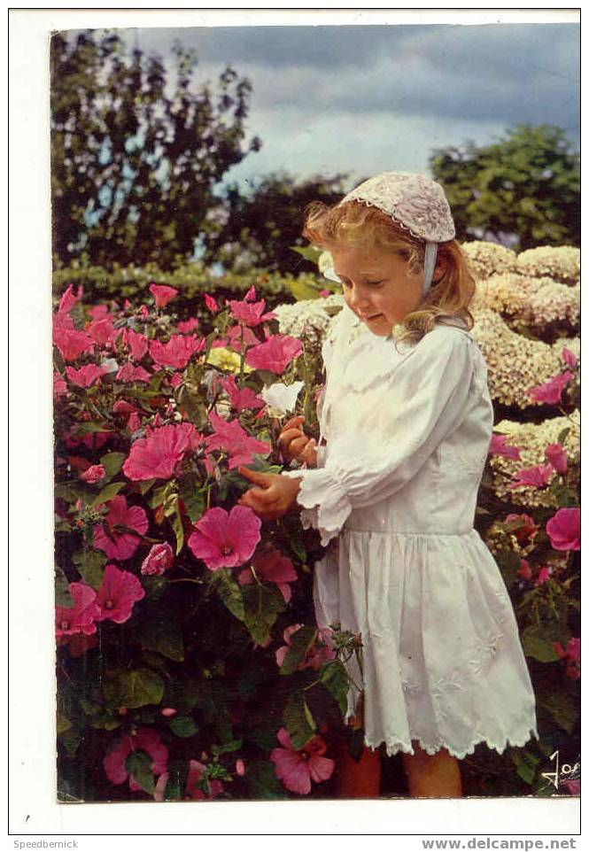 5682 Sourire De Bretagne Petite Fille En Costume De Pont L'Abbé Iris MX 4253 . - Pont L'Abbe