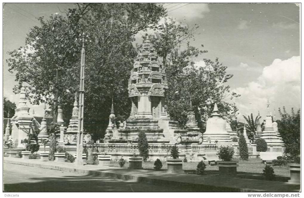 Cambodge - Souvenir Indochine - Phnom-Penh-Tombeaux Des Cambodgiennes - Cambodge