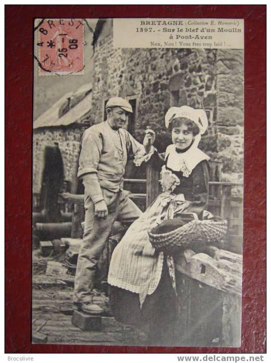 Bretagne Sur Le Bief D´un Moulin à Pont-Aven - Costumes