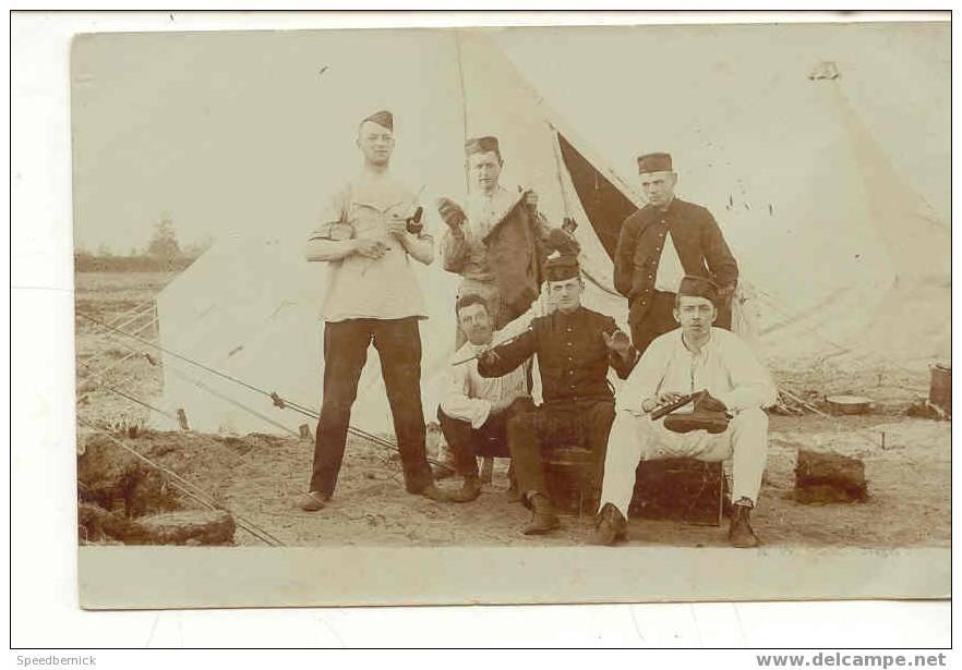 5874 Carte Photo Militaire Devant Tente . Au Dos Juste Briefkaart Aan... - Militaria