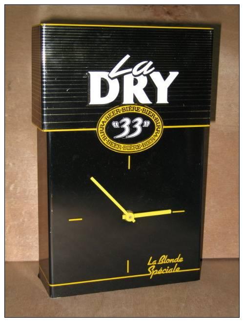 HORLOGE  DRY 33 BIERE BIER BIRRA BEER LA BLONDE SPECIALE L´ABUS D´ALCOOL EST DANGEREUX POUR LA SANTEE  / QUARTZ - Horloges