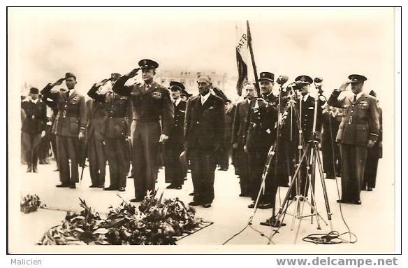 GUERRE 1939-1945- Ref No 20- Liberation De Paris -general Eisenhower  Devant La Tombe Soldat Inconnu  - Bon Etat - Guerre 1939-45