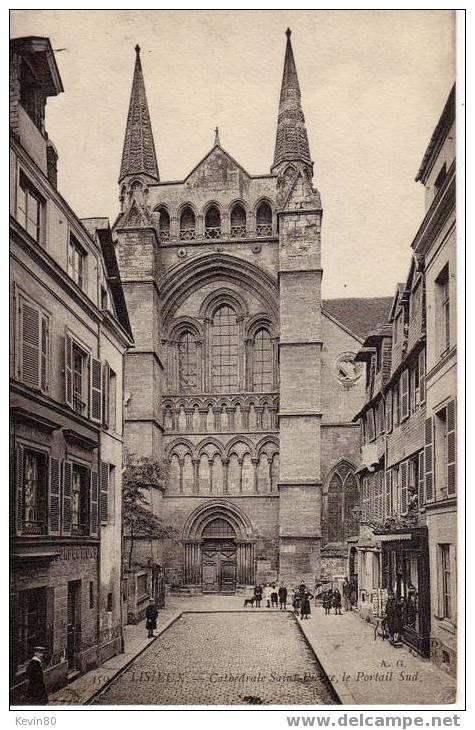 14 LISIEUX Cathédrale Saint Pierre Le Portail Sud Cpa Animée - Lisieux
