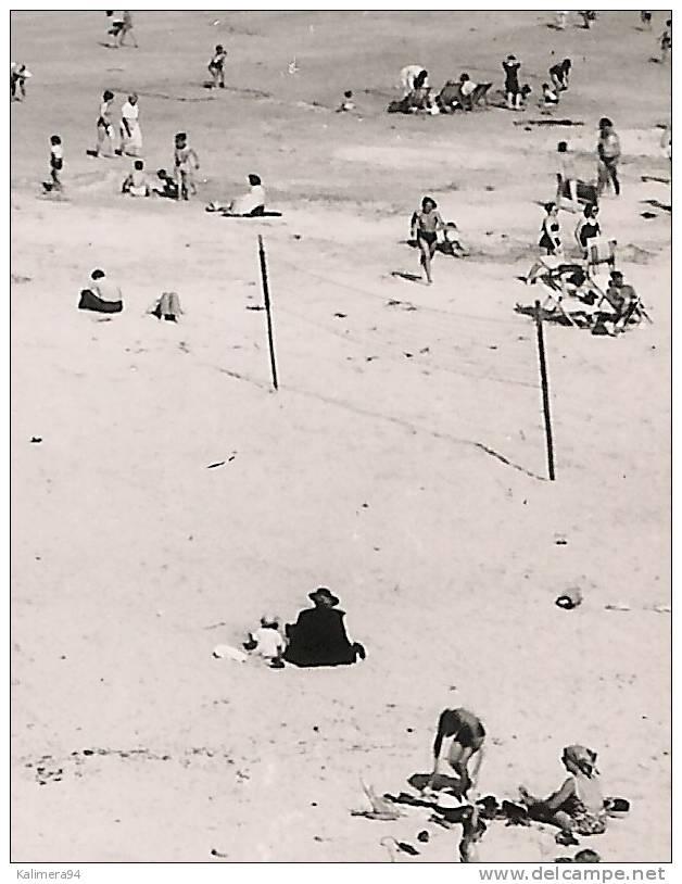 DINARD / L´HEURE DU BAIN / DANS LE FOND , SAINT-MALO  ( Filet De BEACH-VOLLEY , Sur La Droite ) - Volleyball