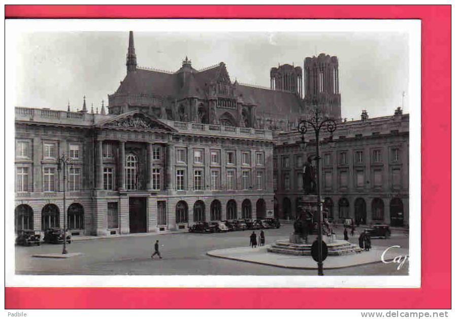 Carte Postale  51.  Reims  Société-Générale  Banque  Place Royale Et La Cathédrale - Reims