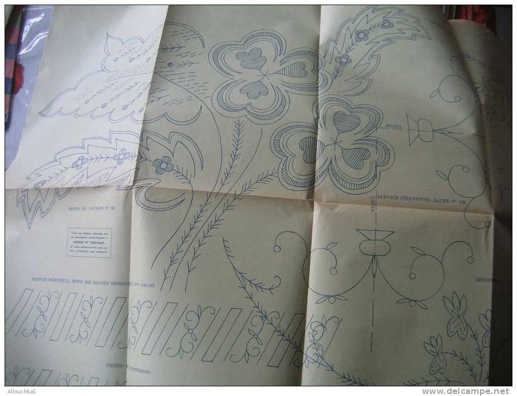 LOISIRS CREATIFS PATRONS  MODES & TRAVAUX 1957 ROBE PARURE DRAP MOTIF DE COUSSIN ET DIVERS VOIR SCANNS - Non Classés