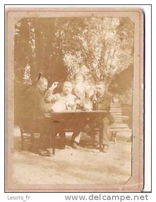 PHOTO - ENVIRON 1900 - LA PARTIE DE CARTE DANSD LE JARDIN - Photos