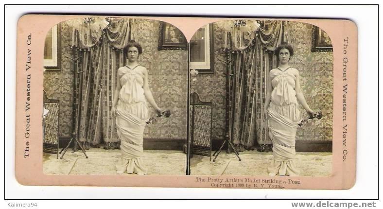 EROTIC 1900 / THE  PRETTY  ARTIST´ S  MODEL  STRIKING  A  POSE  / RARE  PHOTOGRAPHIE  STEREO , Par  R.Y. YOUNG  ( 1899 ) - Photos Stéréoscopiques