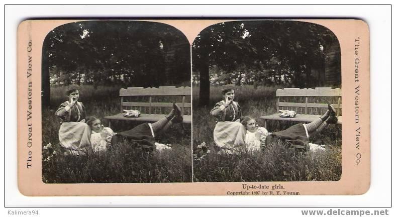 EROTIC 1900 / UP-TO-DATE  GIRLS / JEUNES FILLES  DU  DERNIER  CHIC / RARE PHOTOGRAPHIE STEREO, Par  R.Y. YOUNG  ( 1897 ) - Photos Stéréoscopiques