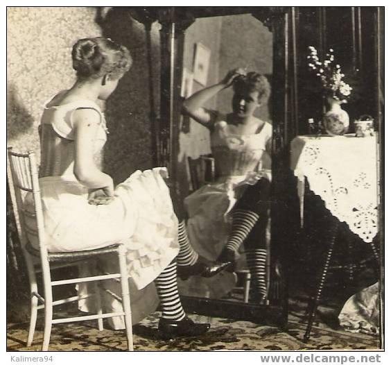 """EROTIC 1900 / """"AS IN A LOOKING-GLASS"""" / COMME DANS UN MIROIR / RARE PHOTOGRAPHIE STEREO, Par  Edw. CLARKS ( 1896 ) - Photos Stéréoscopiques"""
