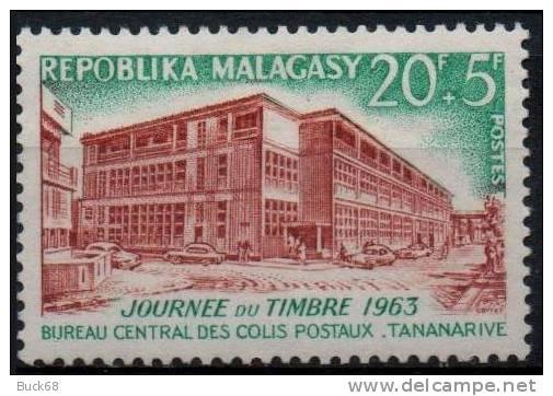 MADAGASCAR Poste 379 ** MNH Journée Du Timbre : Bureau Central Des Colis Postaux à Tananarive - Madagascar (1960-...)