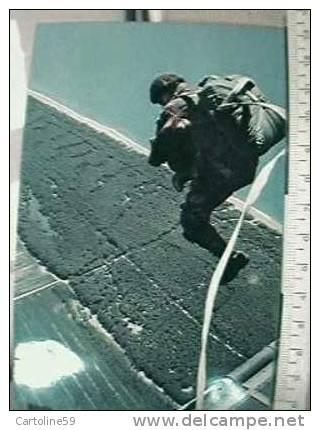 CARABINIERE PARACADUTISTA  N 1970 H2965 - Paracadutismo