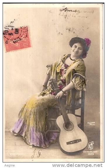 MUSIQUE- Et Musiciens -ref Mk 317- Guitare - Femme  Posant Avec Sa Guitare  -theme Femmes- - Musique Et Musiciens