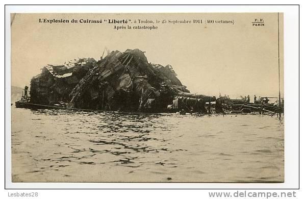 """CPA 83.-TOULON.-Militaria.-L'Explosion Du Cuirassé """"LIBERTY"""".-CATASTROPHE.-MOD 31 - Krieg"""