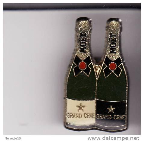 Pin´s  Champagne MOËT Grand Cru 2 Bouteilles - Boissons