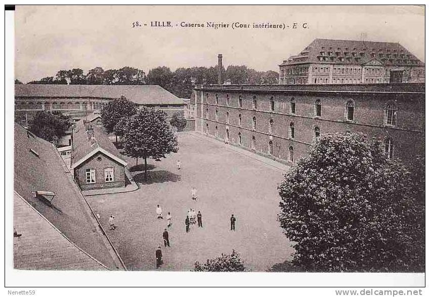 59 LILLE Caserne Négrier ( Cour Intérieure ) Animée - Lille