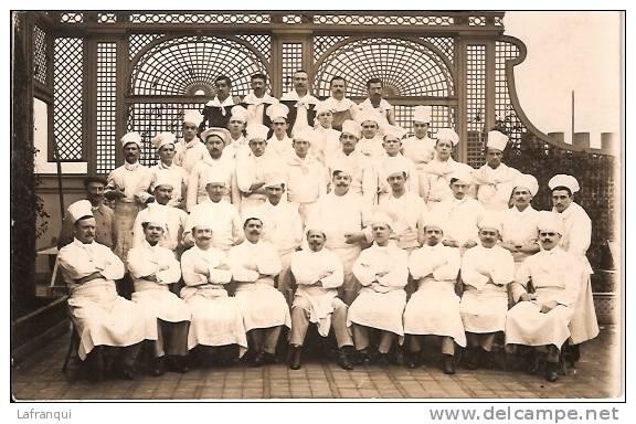 A IDENTIFIER-ref No 152- Carte Photo Groupe De Cuisiniers -culinaire Theme Gastronomie -bon Etat - Hotels & Restaurants