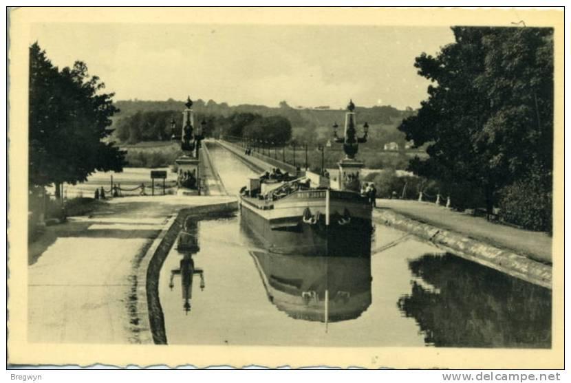 45 - Belle CPSM Briare - Le Pont-Canal Sur La Loire (péniche) - Briare