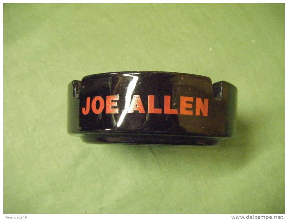 Cendrier   Arcopal -joe Allen---. - Métal