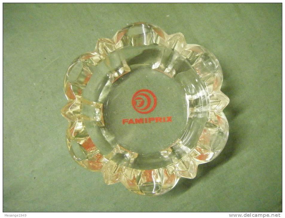 Cendrier  Verre  -famiprix --diametre 14 Cm-- - Métal