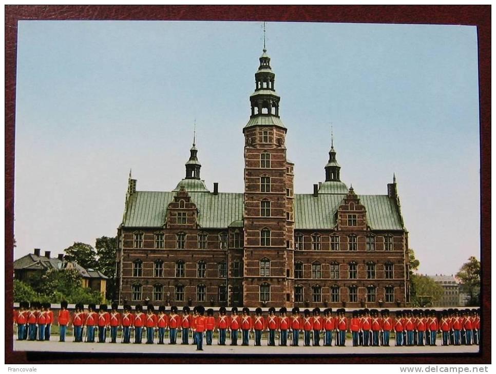 Danimarca 1987 Copenhagen Guardia Reale Di Fronte A Rosenborg Palace - Danimarca