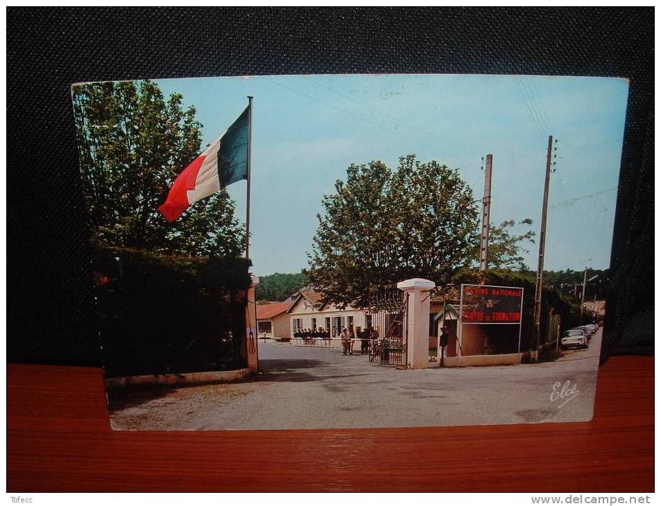 Cpsm   33   HOURTIN    (centre De Formation Marine  - La Porte Principale Et L'Aubette) - Non Classés