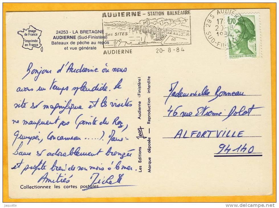 AUDIERNE (Finistere) N°24253 Bateaux De Peche Au Repos Et Vue Generale - Audierne