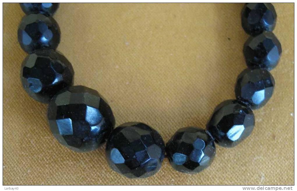 Perle En Verre Noir Pour Collier - Pearls
