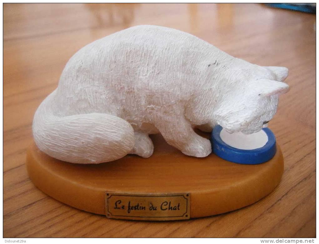 """Chat En Résine Sur Socle """"Le Festin Du Chat"""" - Katten"""