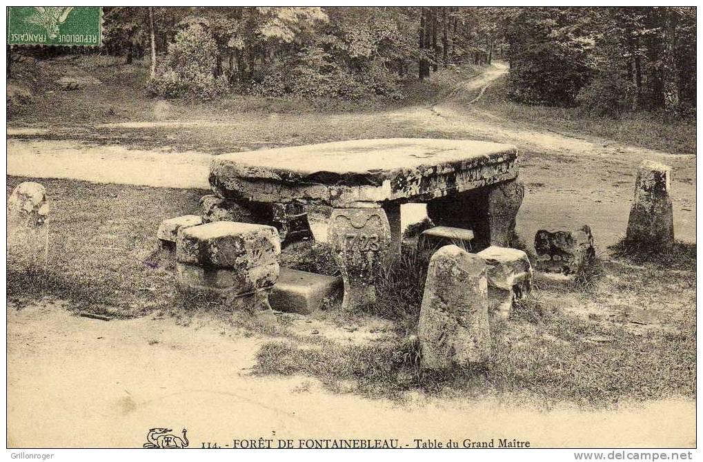 FORET FONTAINEBLEAU (dtable Du Grand Maître) - Monuments