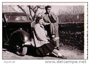 REF12.550   PHOTO  DE TRACTION AVANT CITROËN.PRISE A BEAUMOTTE LéS PINS HAUTE SAÔNE.AVRIL 1951 - Turismo