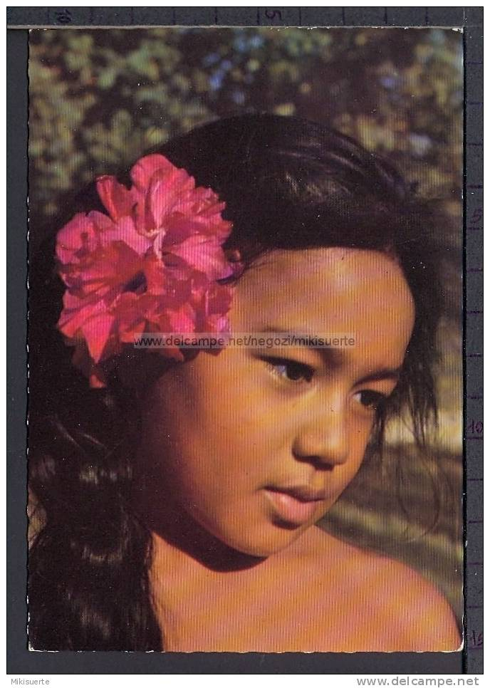 N8230 TAHITI JEUNE TAHITIENNE GIRL PIN-UP - Tahiti