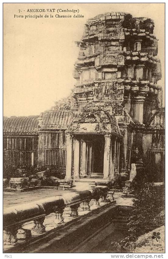 CPA: Cambodge - Angkor-Vat - Porte Principale De La Chaussée Dallée (Crespin N°7) - Kambodscha
