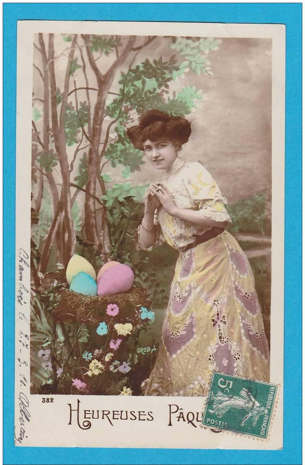 Pâques     Jeune Femme Avec Oeufs     EDT - Ostern