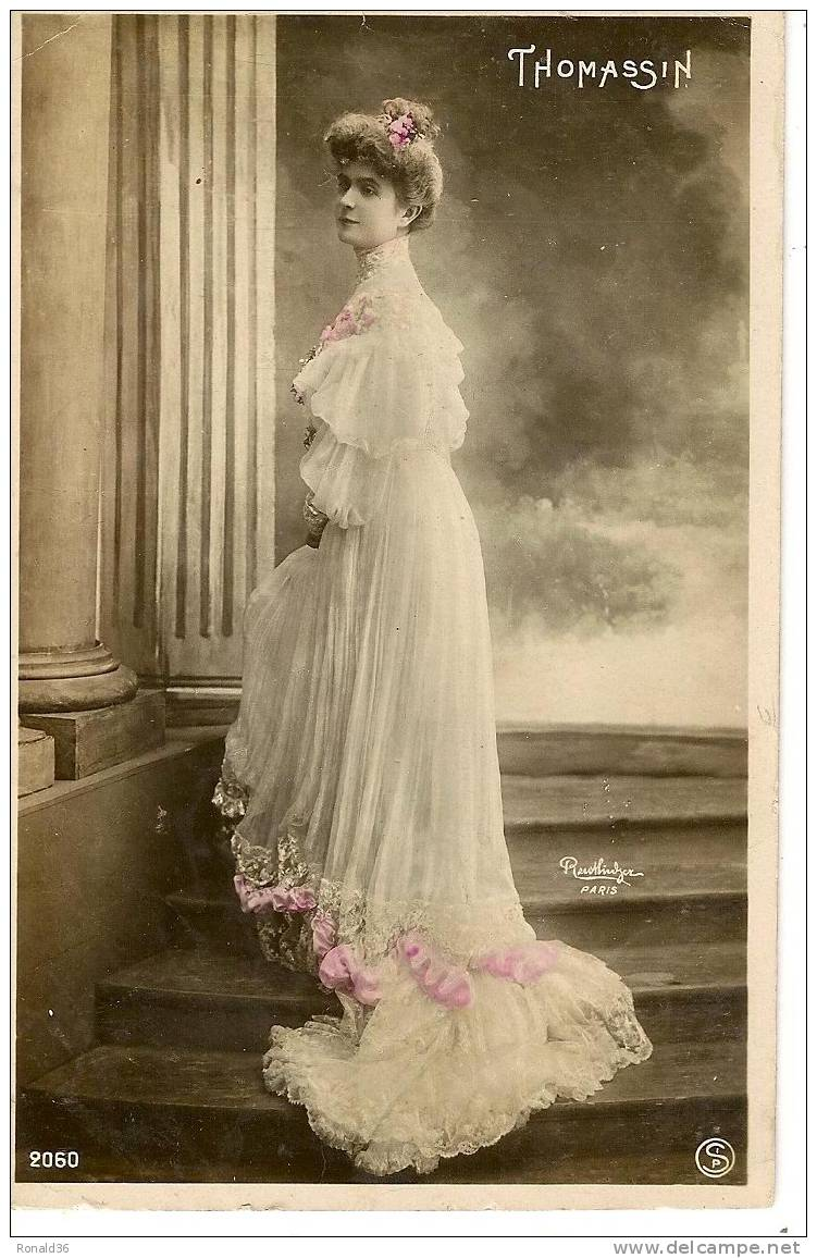 Cp Artiste , Photo Reutlinger : THOMASSIN  Femme , Mode , Robe - Artisti